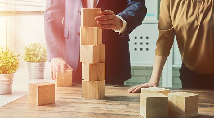 ERP Einführung: Projekt- und Geschäftsleitung arbeiten ...